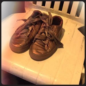 I'm selling old shoes that i Wear two  time